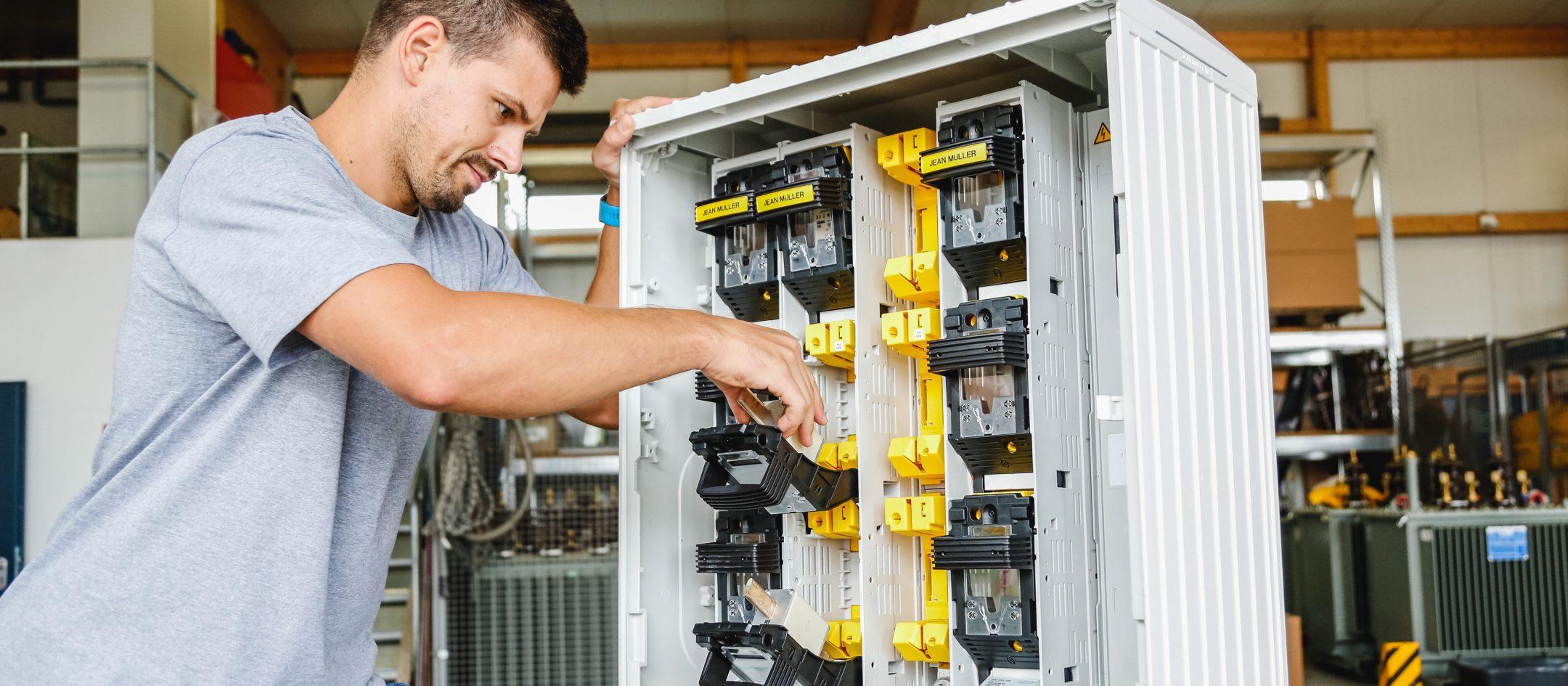 karriere-strom-elektroinstallateur-uezw-energie-netz-3840x1730