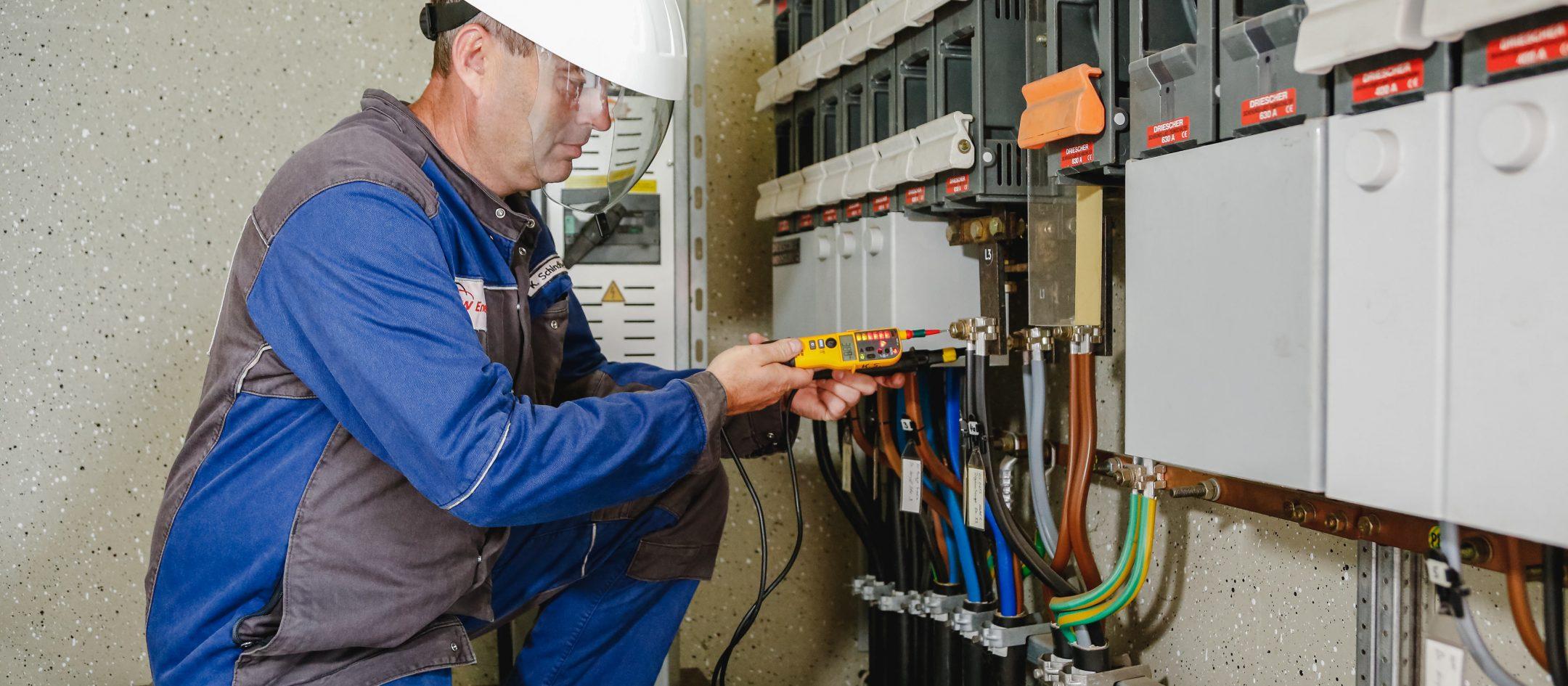 karriere-stromanbieter-elektroinstallateur-uezw-energie-netz-3840x1730